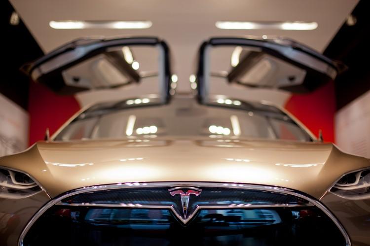 Tesla-BMW-Carbon-Kooperation-Dementi-Elon-Musk-keine-Gespraeche