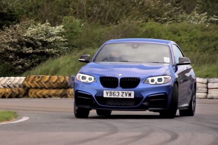 VW-Golf-R-vs-BMW-M235i-Coupe-Video-Vergleich-Chis-Harris-2