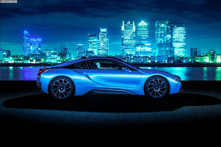 Wallpaper-BMW-i8-Protonic-Blue-UK-Plug-in-Hybrid-Sportwagen-07