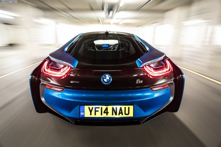 Wallpaper-BMW-i8-Protonic-Blue-UK-Plug-in-Hybrid-Sportwagen-09